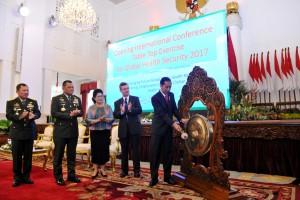 residen Jokowi saat membuka Konferensi Internasional dan Table Top Exercise untuk Global Health Security Tahun 2017, di Istana Negara, Jakarta, Selasa (24/10). (Foto: Humas/Oji)