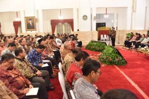 Para Gubernur yang hadir dalam RKP di Istana Negara, Jakarta, Selasa (24/10), tampak menyimak arahan Presiden Jokowi. (Foto: Humas/Rahmat)