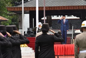 President Jokowi leads the Pancasila Sanctity Day Ceremony at the Monument of Sacred Pancasila in Lubang Buaya, East Jakarta, Sunday (1/10). ({Photo by: Public Relations Division/Oji)