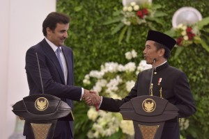 President Jokowi in a joint press statement with Qatar's EmirSyekhTamim bin Hamad Al Thani at Bogor Presidential Palace, in Bogor, West Java, Wednesday (18/10). (Photo by: Public Relations Division/Oji)
