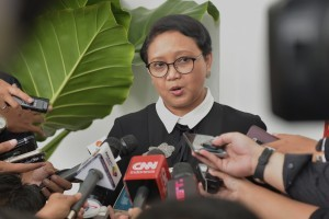 Foreign Affairs Minister Retno answers reporters' questions at the Bogor Presidential Palace, West Java, Wednesday (18/10). (Photo: PR/Oji)