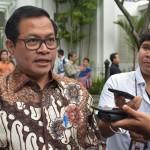 Seskab Pramono Anung Seskab usai mendampingi Presiden Jokowi menerima Emir Qatar dan Ratas di Istana Kepresidenan Bogor, Jawa Barat, Rabu (18/10). (Foto: Humas/Oji)