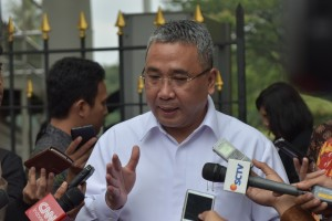 Menteri Desa PDTT usai mengikuti Rapat Terbatas (Ratas) mengenai Optimalisasi Dana Desa di Istana Kepresidenan Bogor, Jawa Barat, Rabu (18/10). (Foto: Humas/Oji)