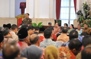 Presiden Jokowi saat memberikan arahan kepada Gubernur, Bupati, dan Wali Kota yang hadir dalam acara Rapat Kerja Pemerintah (RKP) di Istana Negara, Jakarta, Selasa (24/10). (Foto: Humas/Jay)