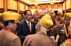 Presiden Jokowi saat menghadiri Penutupan Kongres XI Legiun Veteran Republik Indonesia Tahun 2017 di Hotel Borobudur, Jakarta, Kamis (19/10) siang. (Foto: Humas/Jay)