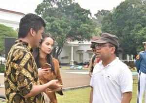 Mensesneg usai mendampingi Presiden Jokowi menghadiri acara peringatan Hari Sumpah Pemuda, di Istana Kepresidenan Bogor, Jawa Barat, Sabtu (28/10). (Foto: Humas/Fitri)
