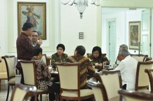 Para menteri sebelum mengikuti Sidang Kabinet Paripurna, di Istana Negara, Jakarta, Senin (2/10)