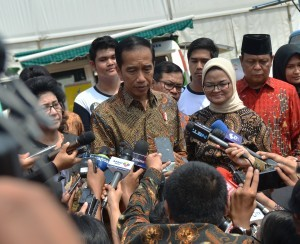 President Jokowi answers reporters' questions at Bumi Perkemahan Wisata Cibubur in East Jakarta, Tuesday (3/10). (Photo by: Agung/Public Relations Division)