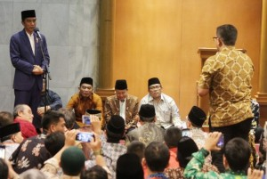 President Jokowi delivers his remarks in Bandung, Tuesday (17/10).