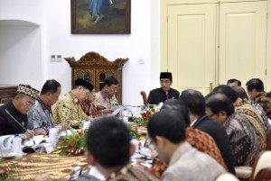 President Jokowi leads a limited meeting on Vocational Education at the Bogor Palace, West Java, on Thursday (16/11)