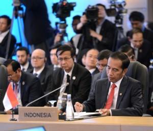 Presiden Jokowi saat mengikuti agenda KTT ASEAN di Manila, Filipina, Senin (13/11).