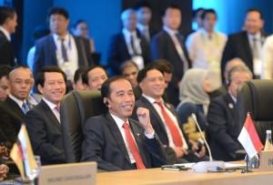 Presiden Jokowi menghadiri acara KTT Ke-19 ASEAN-Korea Selatan yang diselenggarakan di Philippines International Convention Center (PICC) Manila, Filipina, Senin (13/11) sore.