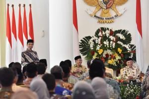 Presiden Jokowi memberikan sambutan saat menerima jajaran pengurus Al Irsyad, di Istana Bogor, Jawa Barat, Kamis (16/11) pagi. (Foto: OJI/Humas)