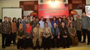 Asdep Naster Setkab Eko Harnowo berfoto bersama para peserta dan instruktur Bimtek ) Pengembangan Karier Pejabat Fungsional Penerjemah di Denpasar, Bali, Selasa (28/11). (Foto: Dinda Ayu/Setkab)