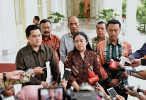 Menko PMK Puan Maharani usai mengikuti Rapat Terbatas (ratas) di Istana Kepresidenan Bogor, Jawa Barat, Selasa (21/11). (Foto: Humas/Rahmat)