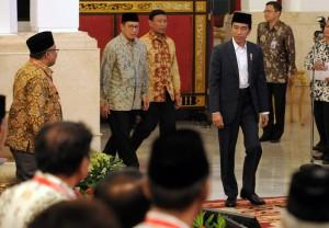Presiden Jokowi saat akan mengikuti acara Rapat Koordinasi Nasional Forum Kerukunan Umat Beragama (FKUB), di Istana Negara, Jakarta, Selasa (28/11) sore. (Foto: Humas/Rahmat)