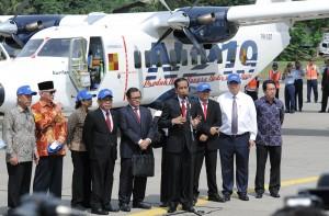 Presiden Jokowi saat meresmikan Nama Pesawat Terbang N219 di Pangkalan TNI AU Halim Perdanakusuma, Jakarta Timur, Jumat (10/11) pagi. (Foto: Humas/Jay)