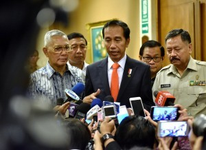 President Jokowi responds to the journalists' questions after the opening of the 2017 National Symposium on Culture at Raflesia Ballroom, Balai Kartini, South Jakarta, Monday (20/11) (Photo: PR/Agung)