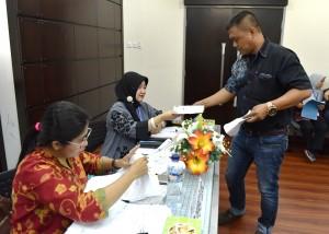 Suasana lelang barang milik negara Sekretariat Kabinet di Gedung III Kemensetneg, Jakarta, Selasa (21/11). (Foto: Humas/Agung)