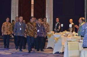 Presiden Jokowi didampingi sejumlah menteri menghadiri Pembukaan Kompas 100 CEO Forum, di Hotel Rafles, Kuningan, Jakarta, Rabu (29/11) pagi. (Foto: JAY/Humas)
