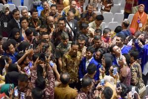 Presiden Jokowi dalam acara Penutupan Rembuk Nasional Asosiasi Perguruan Tinggi Swasta Indonesia (APTISI), di Kemala Ballroom, Universitas Esa Unggul, Jakarta Barat, Rabu (29/11). (Foto: Humas/Jay)