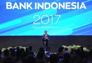 Presiden Jokowi memberikan sambutan pada acara Pertemuan Tahunan Bank Indonesia Tahun 2017, di Assembly Hall 1 dan 2 Jakarta Convention Center (JCC), Jakarta, Selasa (28/11) malam. (Foto: JAY/Humas)