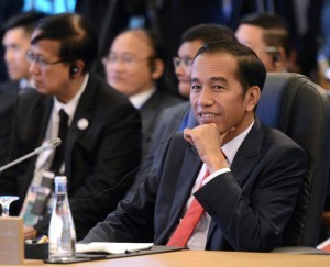 President Jokowi attends the agenda of the 20th ASEAN-JAPAN Summit at the Philippines International Convention Center (PICC), Manila, the Philippines, Monday (13/11).