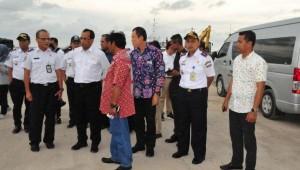 Menhub Budi K. Sumadi saat mengunjungi Pelabuhan Tanjung Batu, Belitung, Sabtu (28/10) lalu.