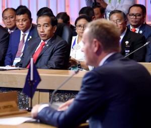 Presiden Jokowi hadir dalam KTT Peringatan 40 Tahun Kerja Sama Kemitraan ASEAN-Uni Eropa (UE) yang digelar di Philippines International Convention Center (PICC), Manila, Filipina, Selasa (14/11).