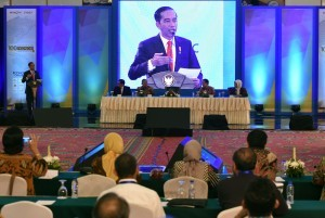 President Joko Widodo delivers his keynote speech at the Public Forum (Sarasehan) of 100 Indonesian Economists on Tuesday (12/12), at Grand Sahid Jaya Hotel, Central Jakarta