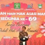 Presiden Joko Widodo dalam Peringatan Hari Hak Asasi Manusia Se-Dunia Ke-69 di Hotel Sunan, Solo, Minggu (10/12). (BPMI)