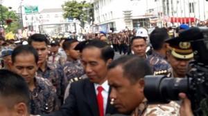 Presiden Jokowi menghadiri acara Puncak Perayaan Hari Ulang Tahun Angkatan Muda Siliwangi (AMS) ke-51 di Gedung Merdeka Kota Bandung, Kamis (28/12) pagi. (Foto: IST)
