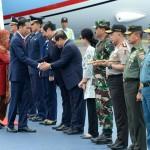 Presiden Jokowi saat tiba di Bandara Halim Perdanakusuma, Jakarta, Kamis (14/12). (Foto: BPMI).