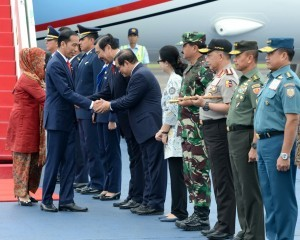 President Jokowi arrives at Halim Perdanakusuma Airport, Jakarta, Thursday (14/12). (Photo: BPMI).
