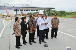 Presiden Jokowi saat peresmian tol Surabaya-Mojokerto