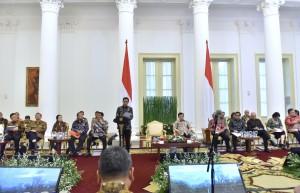 Presiden Jokowi saat memberikan arahan pada Sidang Kabinet Paripurna di Ruang Garuda Istana Kepresidenan Bogor, Jawa Barat, Rabu (6/12). (Foto: Humas/Agung).