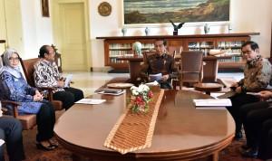Presiden Jokowi saat menerima Ombudsman Republik Indonesia di Istana Kepresidenan Bogor, Jawa Barat, Kamis (7/12). (Foto: Humas/Rahmat)
