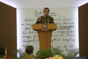 """Mendagri Tjahjo Kumolo memberikan pengarahan pada Pembekalan Kepemimpinan Pemerintah Dalam Negeri bagi Kepala Daerah dan Wakil Kepala Daerah Angkatan III Tahun 2017,"""" di Jakarta, Rabu (6/12). (Foto: Puspen Kemendagri)"""