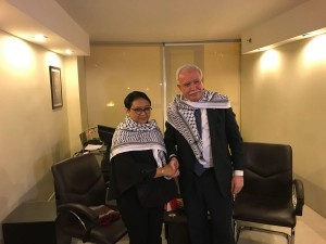 Indonesian Foreign Affairs Minister Retno Marsudi meets with Palestinian Foreign Affairs Minister Riad Malki in Amman, Jordan, Monday (11/12) (Photo by: Indonesian Ministry of Foreign Affairs)