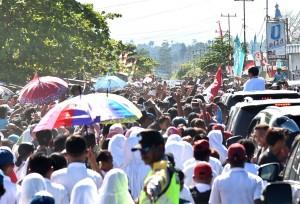 Presiden Jokowi disambut antusias warga saat berkunjung ke Nabire, Papua, Kamis (21/12) kemarin. (Foto: Setpres)