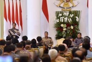Presiden Jokowi saat menerima pimpinan BPK di Ruang Garuda Istana Kepresidenan Bogor, Selasa (5/12). (Foto: Humas/Agung)
