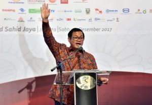 Seskab saat menghadiri Indonesianisme Summit 2017 yang diselenggarakan oleh Ikatan Alumni Institut Teknologi Bandung (IA ITB), di Grand Sahid Jaya, Jakarta, Sabtu (9/12). (Foto: Humas/Rahmat).