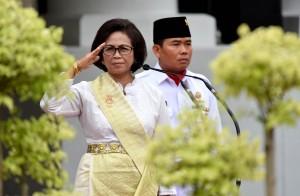 Waseskab Ratih Nurdiati memimpin Upacara Peringatan Hari Ibu ke-89, di halaman Kementerian Sekretariat Negara Jakarta, Jumat (22/12) pagi. (Foto: JAY/Humas)
