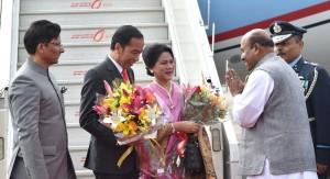 Presiden Jokowi dan Ibu Negara Iriana tiba di India, Kamis (25/1). (Foto: BPMI).