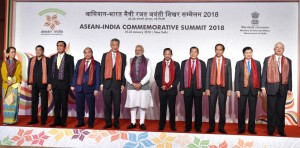 President Jokowi joins a group photo session with heads of governments/heads of states during the Plenary Session of the ASEAN-India Commemorative Summit held on Thursday (25/1) at Hotel Taj Diplomatic Enclave, New Delhi, India. (Photo by: Bureau of Press and Media)