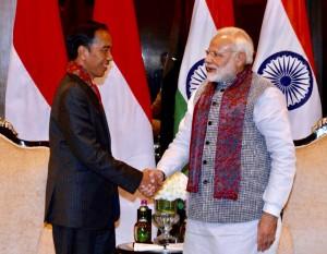 Presiden Jokowi mengadakan pertemuan bilateral dengan PM India Narendra Modi di Hotel Taj Diplomatic Enclave, New Delhi, India, Kamis (25/1). (Foto: BPMI).