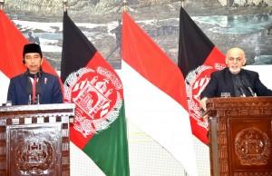 Presiden Jokowi saat menyampaikan konferensi pers bersama Presiden Afghanistan di Kabul, Afghanistan, Senin (29/1). (Foto: BPMI).