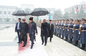Presiden Jokowi disambut dalam upacara kenegaraan di Afghanistan, Senin (29/1). (Foto: Twitter Seskab Pramono Anung).