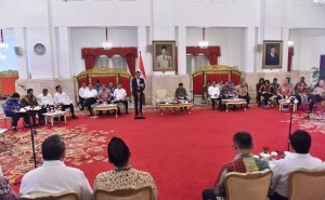 Jokowi gives directives on a Plenary Cabinet Meeting at the State Palace, Jakarta, on Wednesday (3/1)