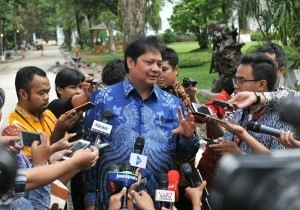 Minister of Industry responds to reporters' questions after a Limited Meeting at the Merdeka Palace Jakarta, on Friday (5/1)